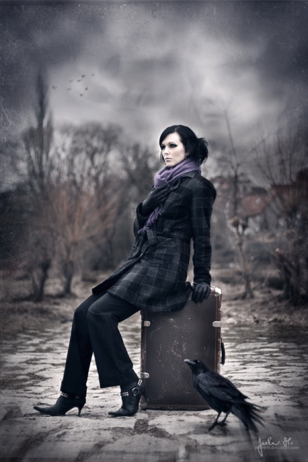 How to Use Light and Shadow to Create a Dramatic Photo Effect with Photoshop